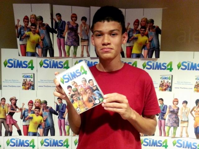 Vinícius Rodrigues, ganhador do Quizz do evento de lançamento the sims 4