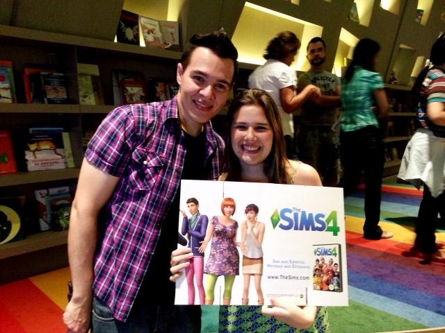 Marcelo MM, apresentador, e eu no evento de lançamento do the sims 4